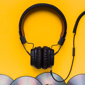 Auriculares con cds de música