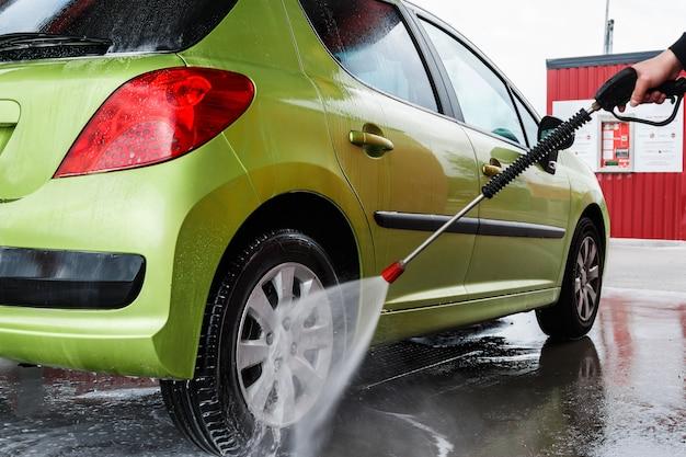 Automóvil en el lavado de autos
