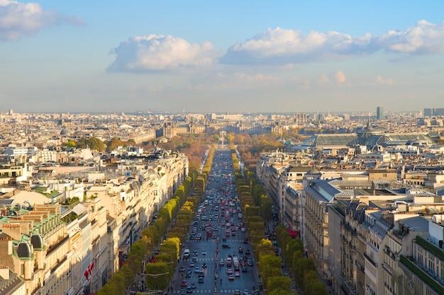 La avenue des champs-elysees, parís, francia