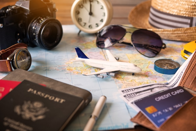 El avión se coloca en el mapa y tiene pasaporte para transmitir el plan y el viaje.