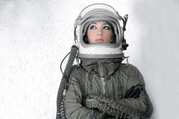 Aviones astronauta nave espacial casco moda mujer.