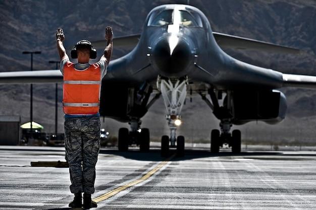 Aviones militares de la fuerza aérea jet lancer