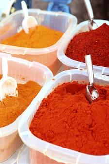 Azafrán pimentón al curry amarillo naranja especias