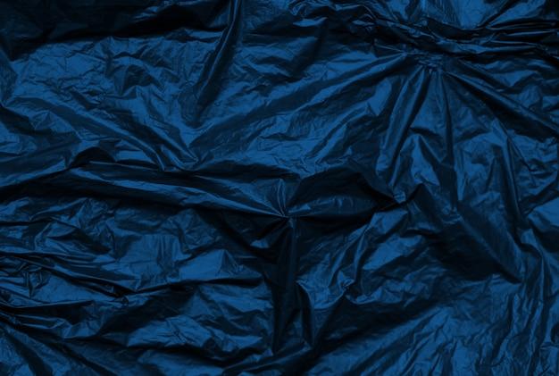 Azul clásico arrugado fondo de textura sintética metálica.