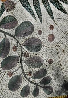 Azulejo de mosaico colorido con patrón de planta, auténtico, vista superior
