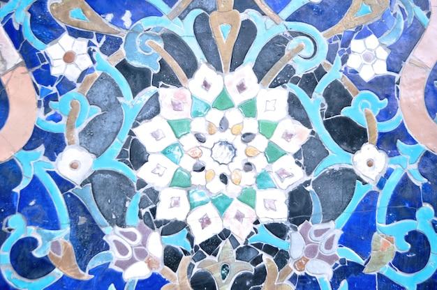 Azulejos ornamentales azules de mezquita islámica