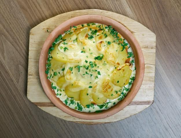 Bacalao con salsa de nata y patatas