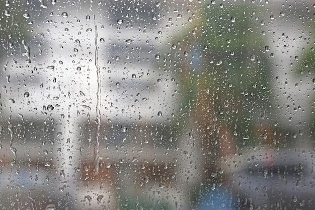 Backgroud naturaleza agua dulce gota sobre vidrio y lluvia