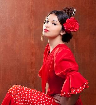 Bailaora de flamenco mujer de españa gitana con rosa roja.