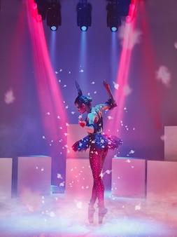 Bailarina en el papel de un cisne negro