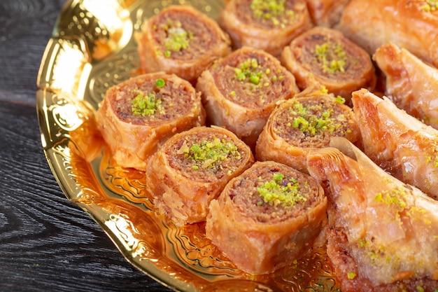 Baklava casera con nueces y jarabe de miel