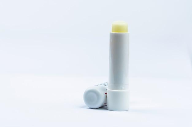 Bálsamo labial para labios secos y sensibles. cuidado de labios tapa abierta