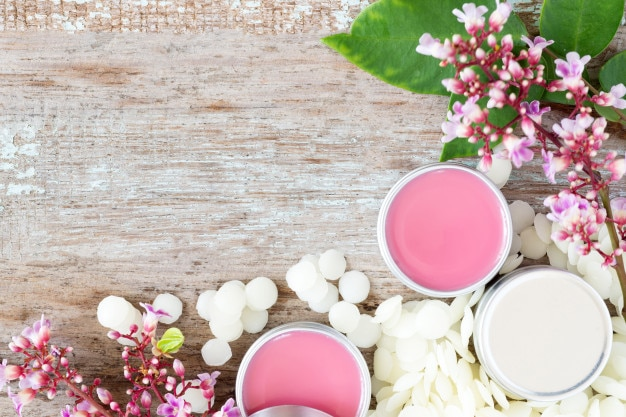 Bálsamo labial natural hecho en casa en ollas de estaño