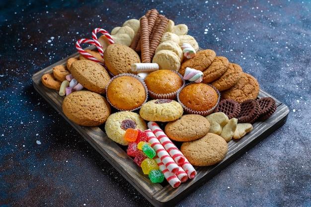 Bandeja de dulces navideños.