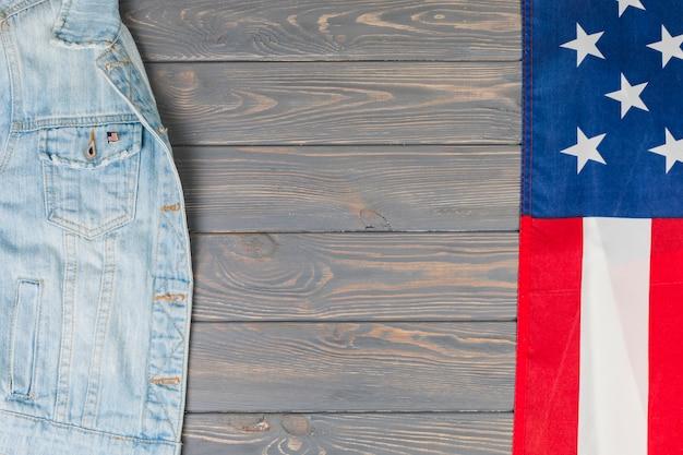 Bandera americana y chaqueta vaquera.