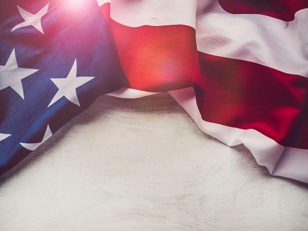 Bandera americana en un fondo blanco, aislado