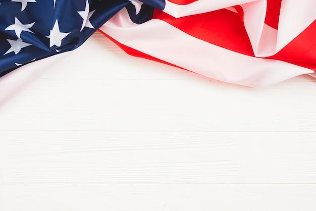 Bandera americana sobre fondo blanco
