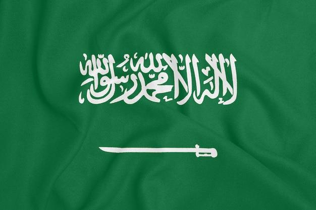 Bandera de arabia saudita en tela con textura. símbolo patriótico