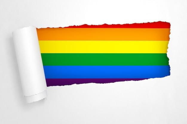 Bandera del arco iris lgbt en el agujero del primer plano extremo rasgado del libro blanco. representación 3d