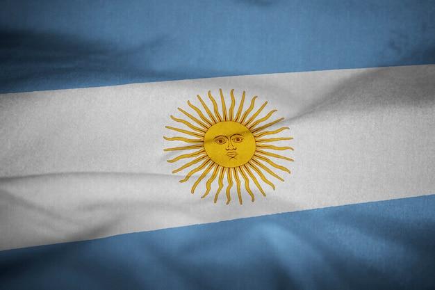 Bandera de argentina con volantes en el viento