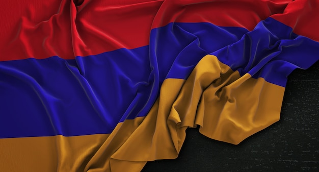 Bandera de armenia arrugado sobre fondo oscuro 3d render