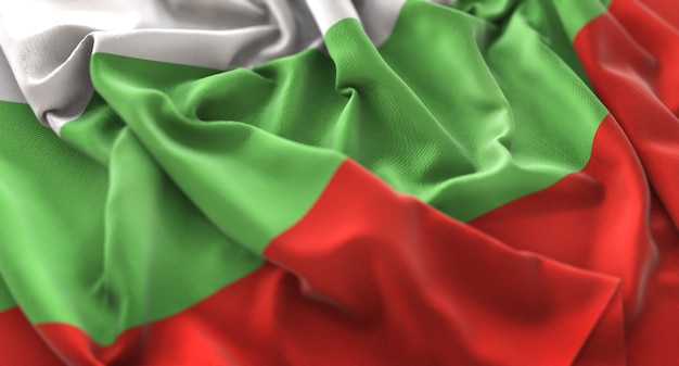 Bandera de bulgaria ruffled bellamente acurrucado horizontal primer plano
