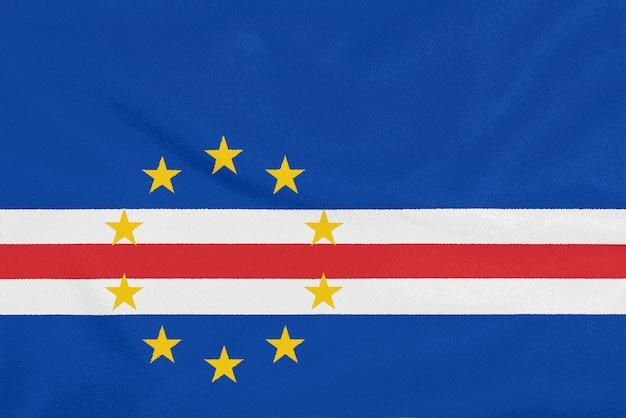 Bandera de cabo verde sobre tela con textura. símbolo patriótico