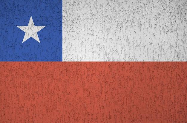 Bandera de chile representada en colores de pintura brillante sobre fondo de yeso en relieve antiguo