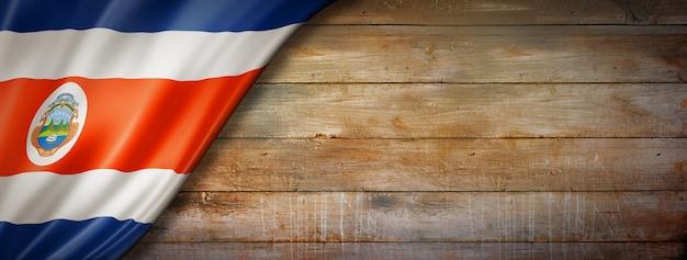 Bandera de costa rica en la pared de madera vintage