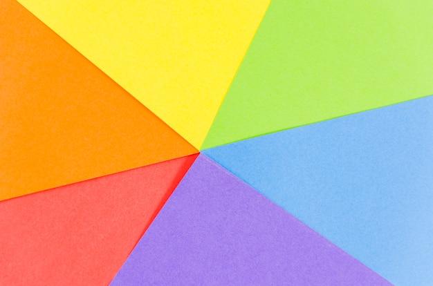 Bandera del día del orgullo lgbt con hojas de colores