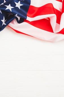 Bandera de estados unidos sobre fondo blanco