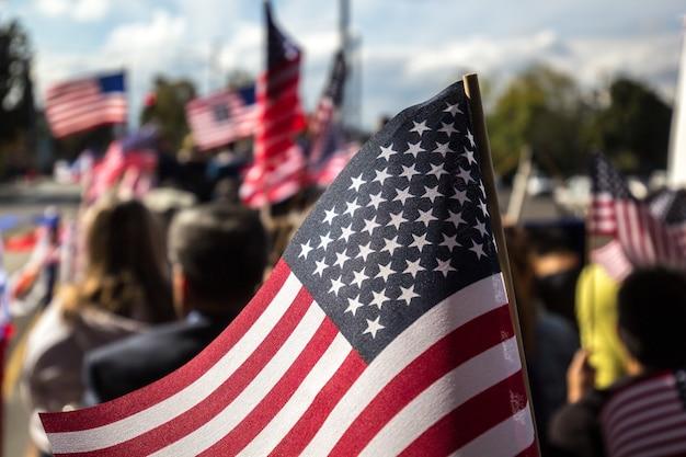 Bandera de estados unidos con varilla