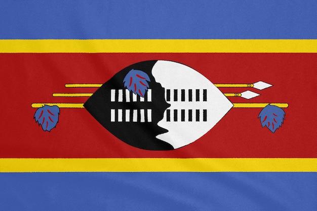 Bandera de eswatini sobre tela con textura. símbolo patriótico