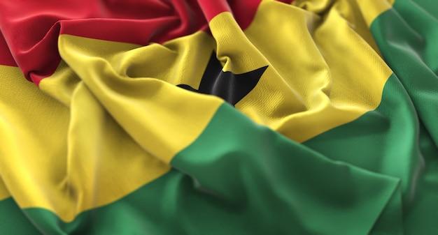 Bandera de ghana ruffled bellamente agitando macro foto de primer plano