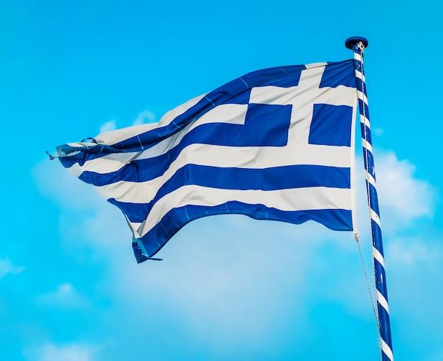 Bandera griega en el asta de la bandera