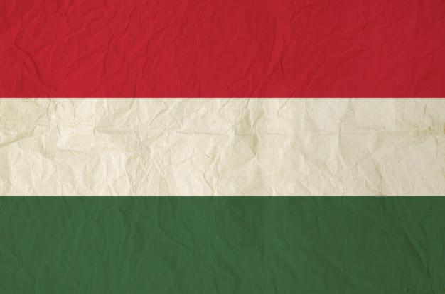 Bandera de hungría con papel viejo vintage