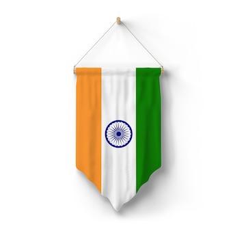 La bandera de la india está colgada en la pared.