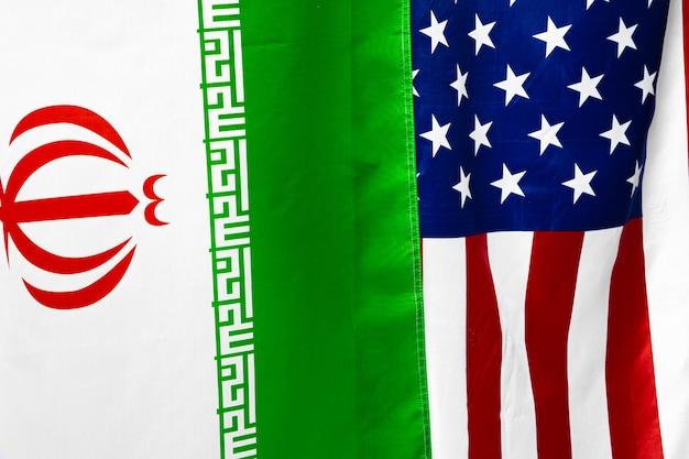 Bandera de irán junto con la bandera de los estados unidos de américa