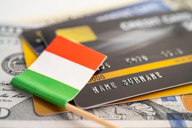 Bandera de italia en el desarrollo de las finanzas de tarjetas de crédito estadísticas de cuentas bancarias inversión