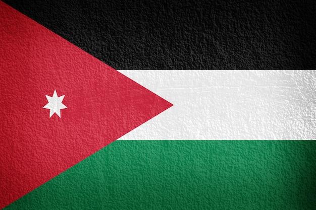 La bandera jordana pintada en pared grunge