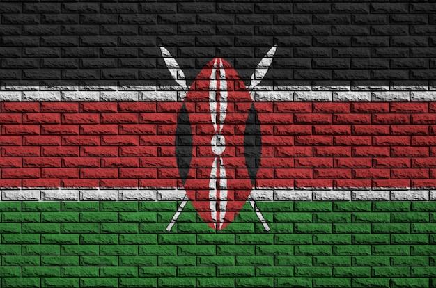 La bandera de kenia está pintada en una vieja pared de ladrillos