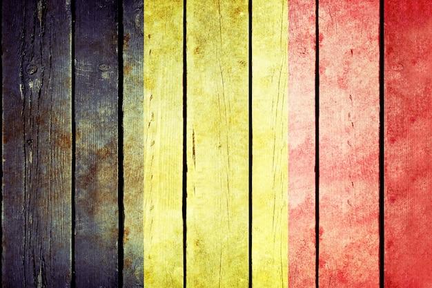 Bandera de madera de grunge de bélgica