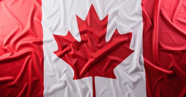 Bandera nacional de canadá con textura de tela, de cerca.