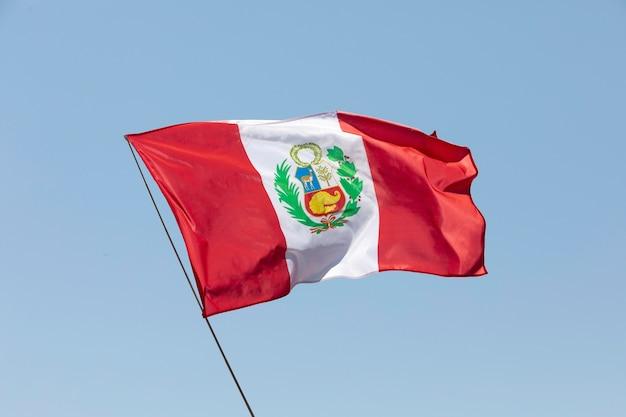 Bandera nacional de perú con símbolo