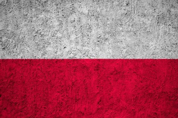 Bandera nacional pintada de polonia en un muro de hormigón