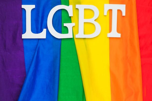 Bandera del orgullo gay con la abreviatura lgbt