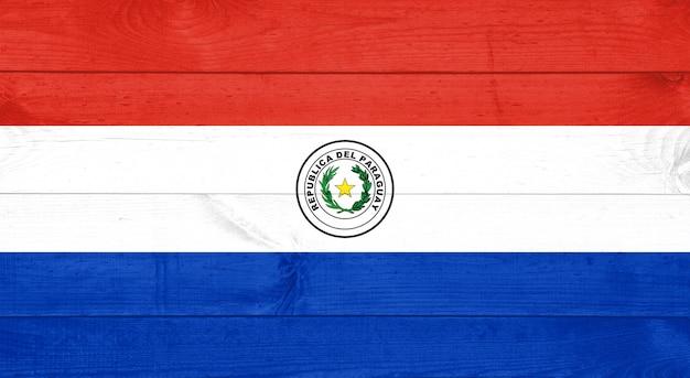Bandera de paraguay sobre fondo de madera