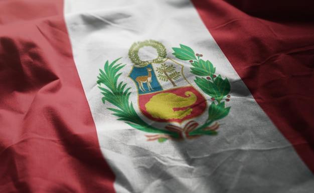 Bandera de perú arrugada de cerca