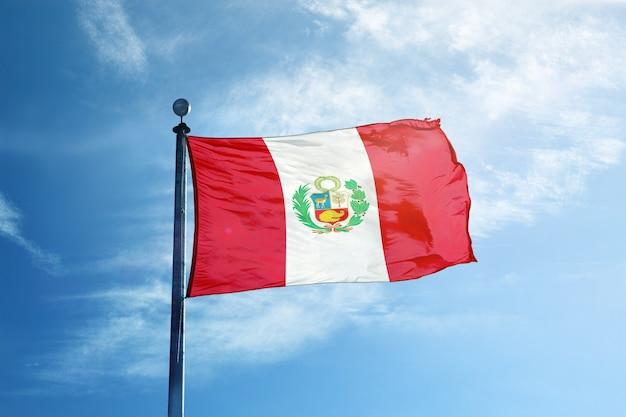 Bandera de perú en el mástil
