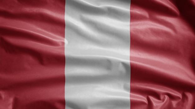 Bandera peruana ondeando en el viento. cerca de plantilla de perú soplado, seda suave y lisa.